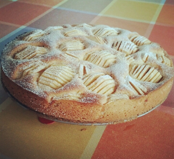 Tarta de bizcocho de manzanas