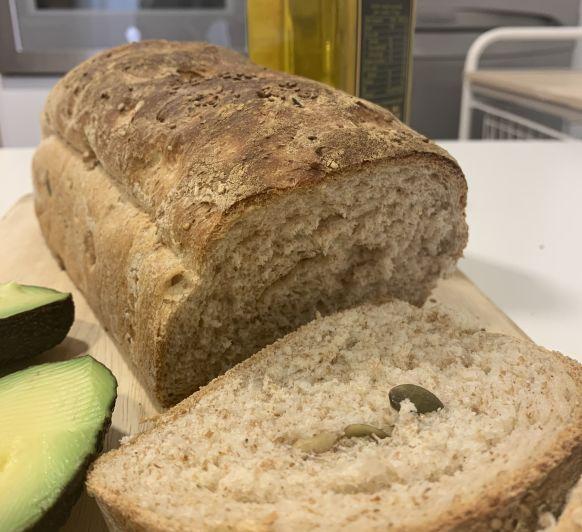 Pan de Kefir con harina integral y semillas